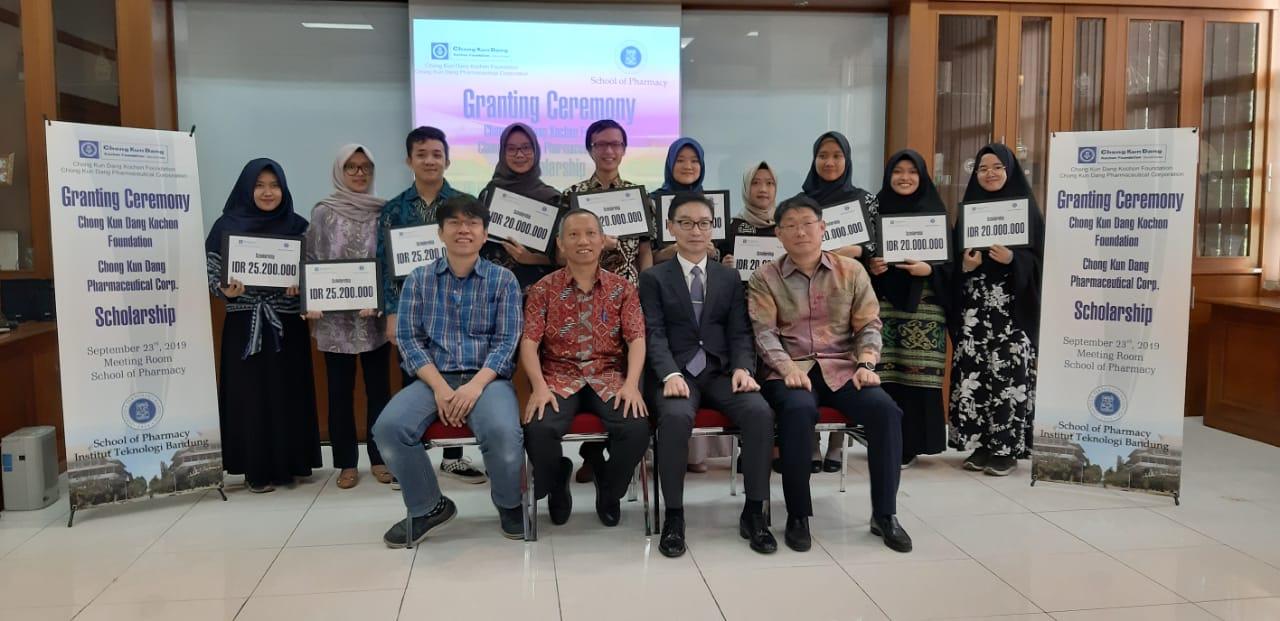 Pemberian Beasiswa Chong Kun Dang Kochon Foundation
